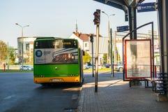 Autobus de attente photos stock
