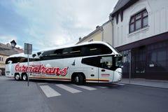 Autobus de luxe sur les rues Images stock