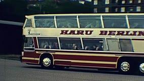 Autobus de touristes allemand banque de vidéos
