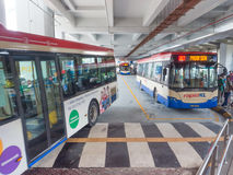 Autobus de transport en commun de station de Pasar Seni LRT Photos libres de droits