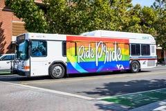 Autobus de VTA, Sunnyvale, la Californie image libre de droits