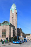Autobus devant la gare ferroviaire de central de Helsinki Images libres de droits