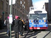 Autobus Dla postępu, kobiety ` s Marzec, NYC, NY, usa Fotografia Stock