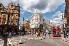 Autobus a due piani tipico a Londra fotografie stock libere da diritti