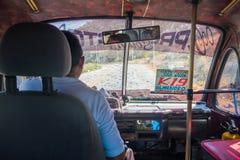 Autobus i kierowca w Santa Marta, karaibski miasto Zdjęcia Royalty Free