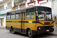 Autobus local de ville au Cuba Photographie stock