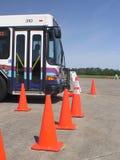 autobus odjeżdża lewą manuver wsteczny Zdjęcia Stock