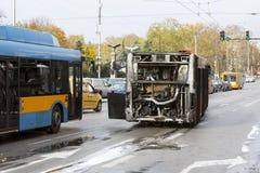 Autobus public brûlé du trafic photos stock
