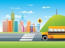 Autobus scolaire dans le vecteur de ville Image stock