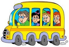 Autobus scolaire de dessin animé avec des gosses Image libre de droits