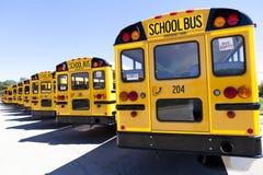 Autobus scolaire jaune photo stock