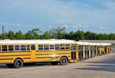 Autobus scolaires en congé Photographie stock libre de droits