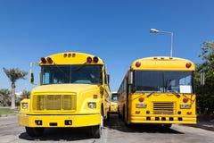 Autobus scolaires jaunes Photographie stock libre de droits