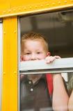 Autobus Szkolny: Chłopiec Przyglądający Autobusowy okno Out fotografia royalty free