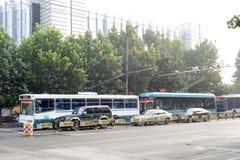 autobuses de carretilla de la ciudad Fotos de archivo libres de regalías