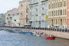 Autobuses del río en St Petersburg Fotografía de archivo libre de regalías