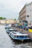 Autobuses del río en St Petersburg, Rusia Imagen de archivo