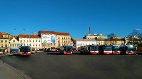 Autobuses del transporte público de la ciudad en Praga imagen de archivo libre de regalías