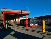 Autobuses del transporte público de la ciudad en Praga imágenes de archivo libres de regalías