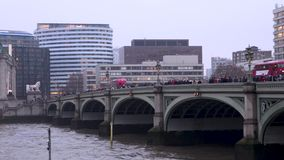 Autobuses en el puente de Westminster almacen de video