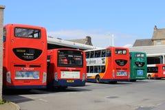 Autobuses en el término de autobuses de Lancaster Imágenes de archivo libres de regalías