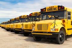 Autobuses escolares Fotos de archivo