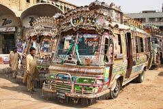 Autobuses urbanos del pakistaní Imágenes de archivo libres de regalías