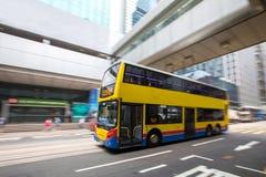 Autobusowa podróż z Zamazanym ruchem przy centralą Hong Kong Obraz Stock