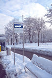 Autobusowa przerwa podpisuje wewnątrz śnieg Obraz Royalty Free