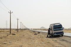 Autobusowa przerwa w afrykanin pustyni Zdjęcia Royalty Free