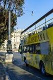 autobusowy kapitałowy ciągły opisuje wizerunku przypływ pożytecznie turystyczni turyści włoski Rome Zdjęcia Stock