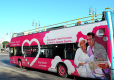 autobusowy kapitałowy ciągły opisuje wizerunku przypływ pożytecznie turystyczni turyści włoski Rome Obrazy Royalty Free
