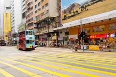 Autobusu piętrowego tramwaj na ulicie HK Fotografia Royalty Free