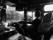 autobusu rękojeści klingerytu stojaka poparcie w górę kolor żółty Zdjęcie Royalty Free