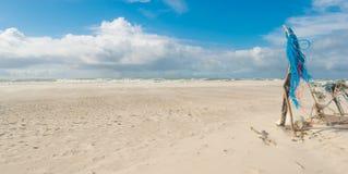 Autocamper auf Strand Stockbild