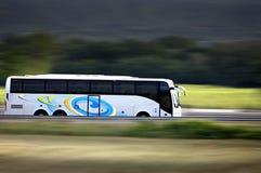 Autocar. Car de tourisme sur route Royalty Free Stock Images