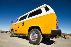 Autocaravana del transportador de Volkswagen del vintage Fotografía de archivo