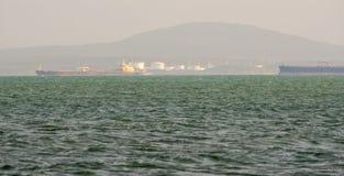 Autocisterne allo scarico al porto di Burgas, Bulgaria Fotografia Stock Libera da Diritti