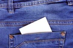 Autocollant dans des blues-jean arrières de poche Photos libres de droits