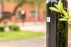 Autocollant de Jesus Is Lord sur le courrier noir de lampe dans la ville britannique Photos libres de droits
