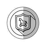 Autocollant moyen monochrome d'ombre avec le cercle avec le bouclier et le Trojan Horse Images libres de droits