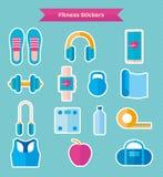 Autocollants d'équipement de forme physique : écouteurs, tapis de yoga, haltère, montre intelligente Vecteur dans le style plat illustration stock