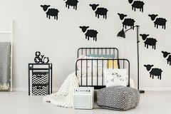 Autocollants de moutons dans l'intérieur de chambre à coucher Image stock