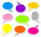 Autocollants des bulles arrondies par couleur des textes de bandes dessinées Image libre de droits