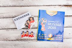 Autocollants et album collectables de Panini pour le football 2018 de la Russie W Photos libres de droits