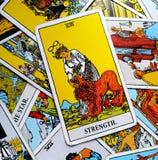 A autoconfiança forte corajoso do cartão de tarô da força Fotografia de Stock Royalty Free