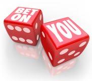 A autoconfiança de Bet On You Two Dice segue seus sonhos Fotos de Stock Royalty Free