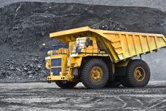 Autodump-lichaam vrachtwagen royalty-vrije stock afbeelding