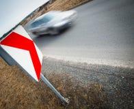 Autodurch eine scharfe Drehung schnell fahren Lizenzfreies Stockbild
