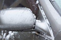 Autoelemente umfasst mit Schnee Autodetail an der Wintersaison lizenzfreie stockfotos